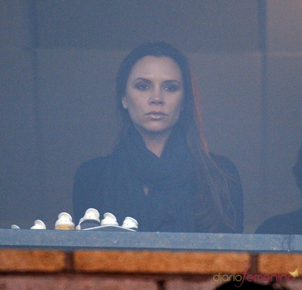 Victoria Beckham con el semblante serio