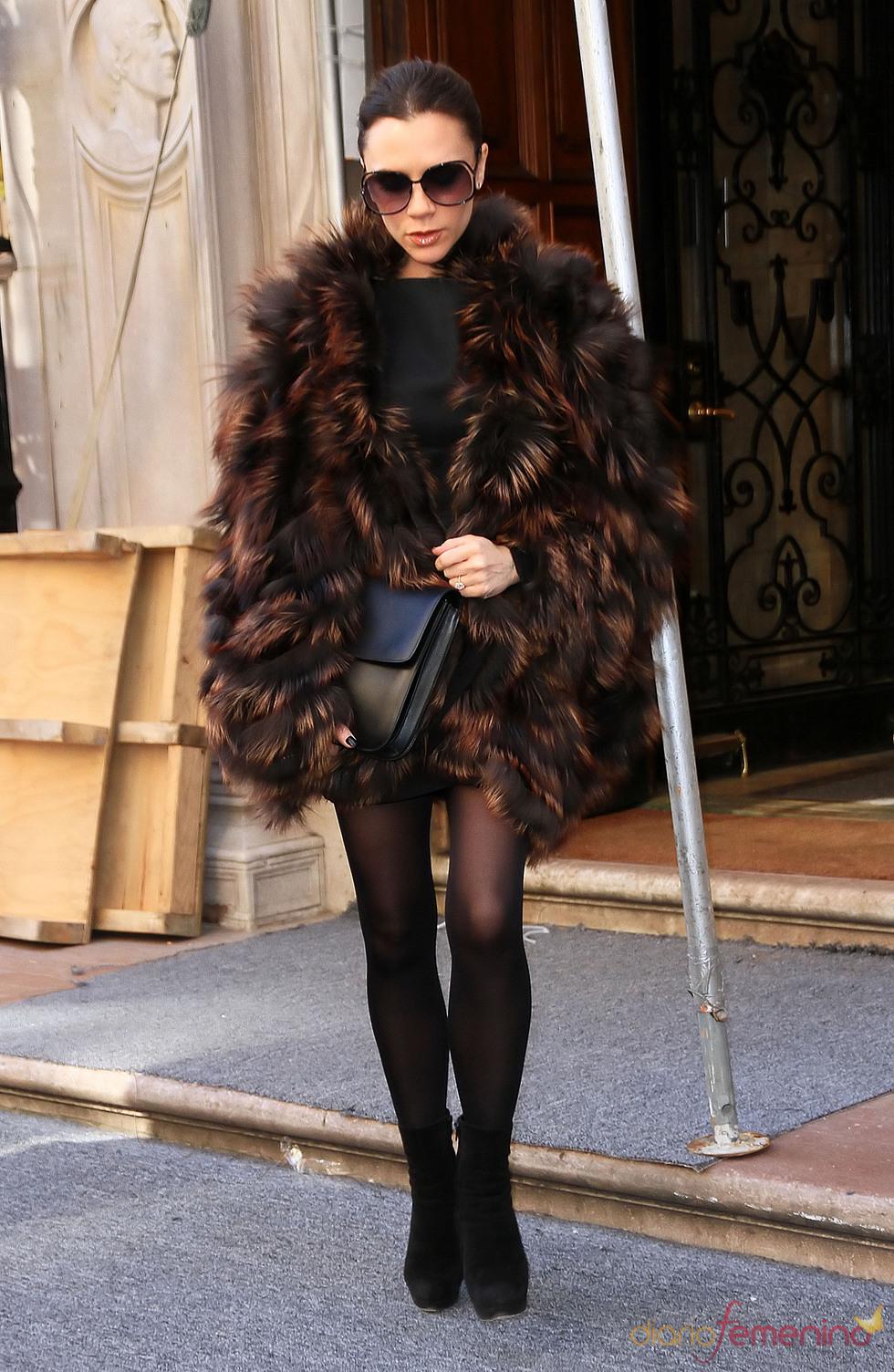 Victoria Beckham se abriga contra el frío