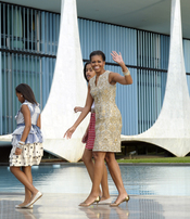 Michelle Obama y sus hijas acuden a reunirse con la presidenta de Brasil
