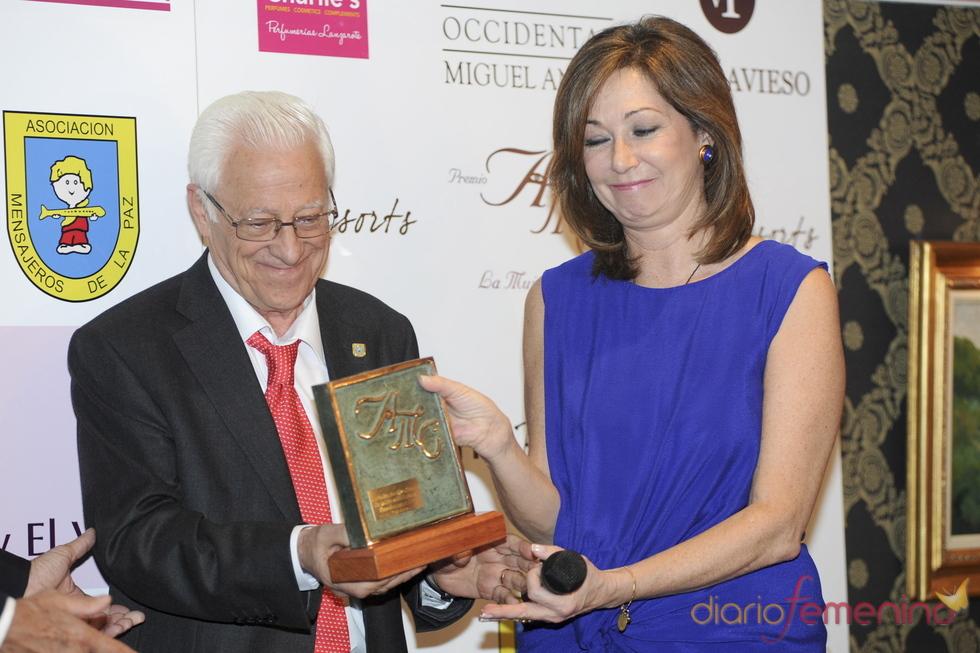 Ana Rosa Quintana recibe el premio AMC 'La Mujer y el Vino'