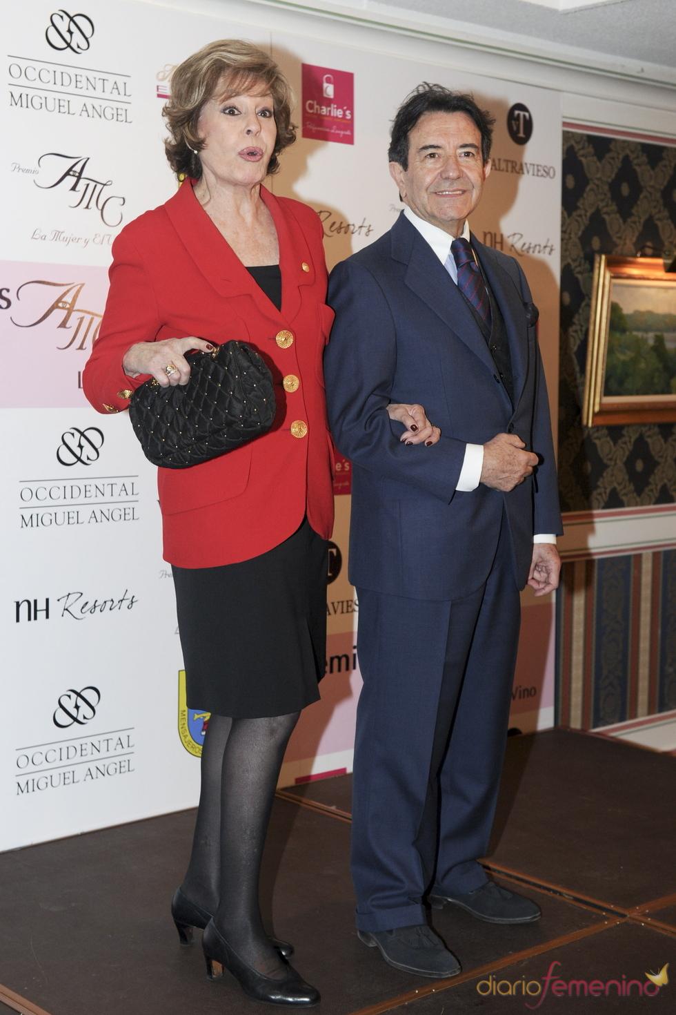 Laura Valenzuela y Enrique Cornejo en los premios AMC 'La Mujer y el Vino'