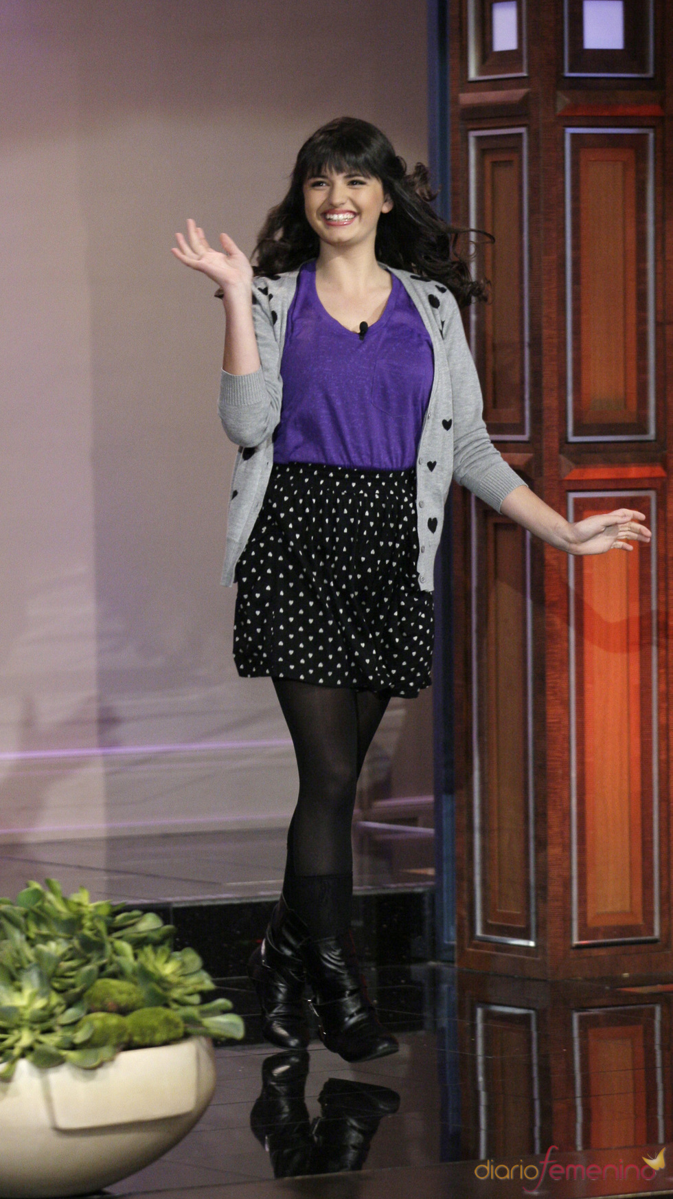 Rebecca Black saludó al entrar en el show de Jay Leno