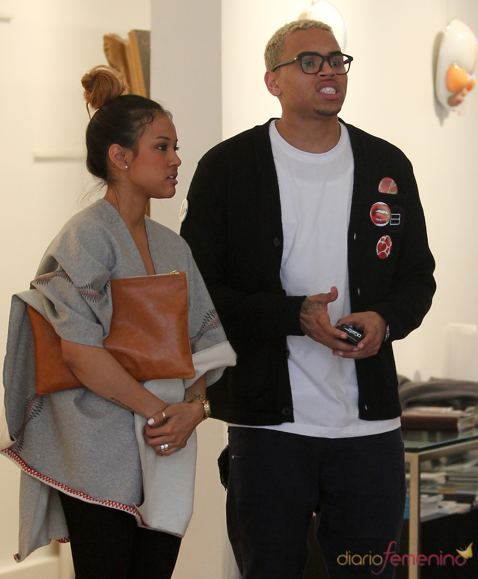 Chris Brown pasea por Nueva York junto a su nuevo amor