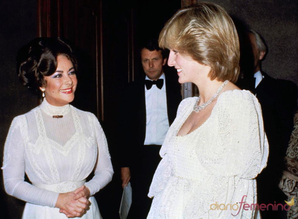 Elisabeth Taylor junto a Lady Di en 1982