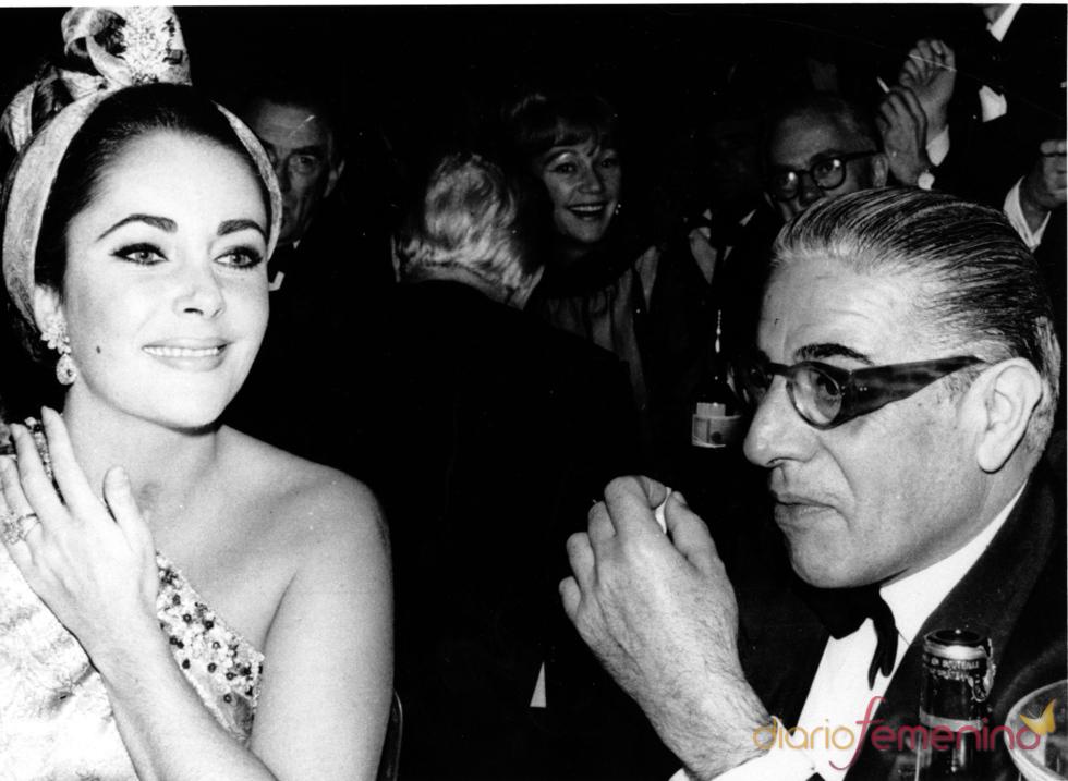 Elisabeth Taylor junto al magnate Onassis en 1964