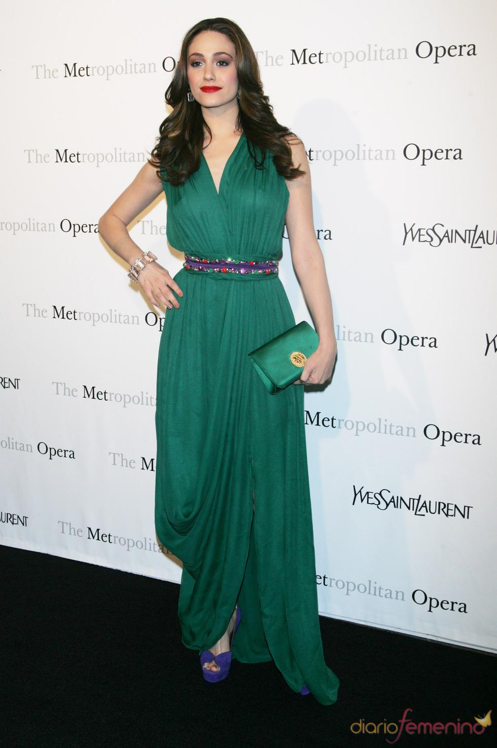 Emmy Rossum acude a la ópera en el Museo Metropolitan