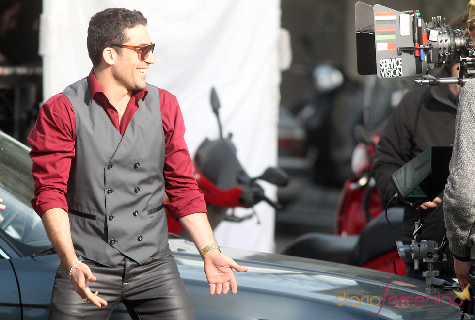 Miguel Ángel Silvestre durante el rodaje de 'Los Pelayo'