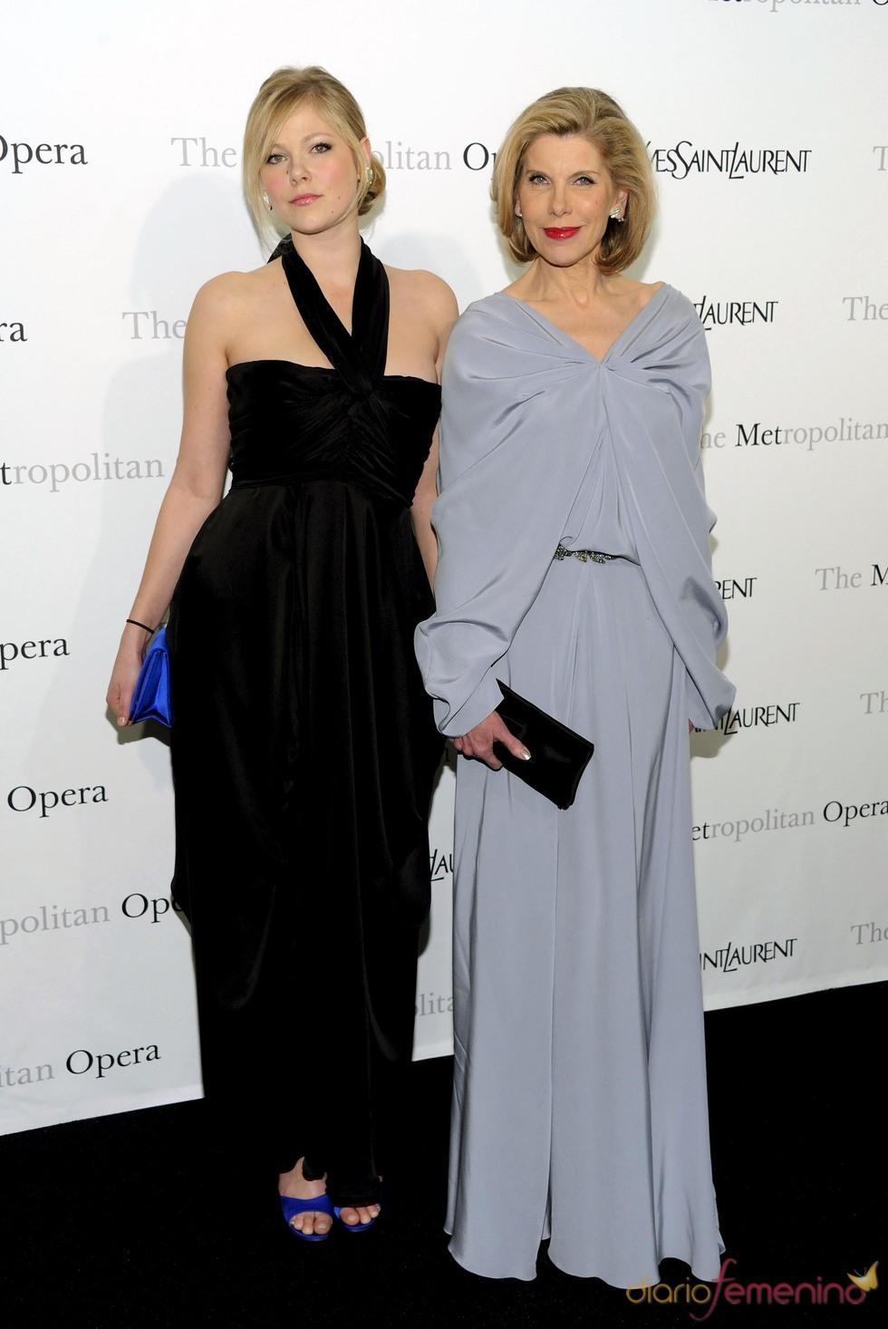 La actriz Christine Baranski y su hija en la ópera de Nueva York