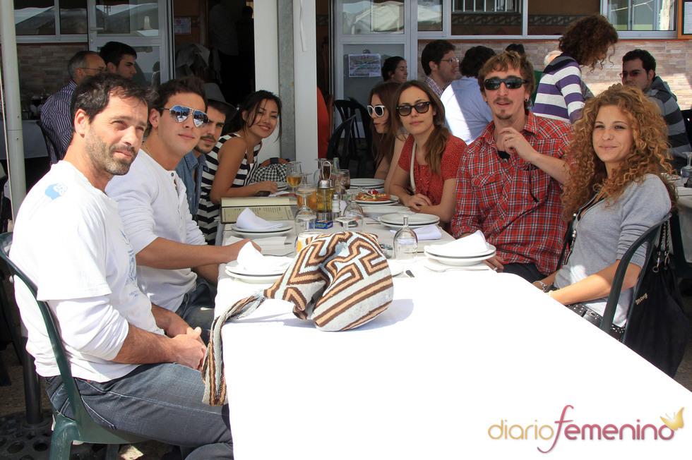 Los actores comen juntos a su llegada al Festival de Cine de Málaga