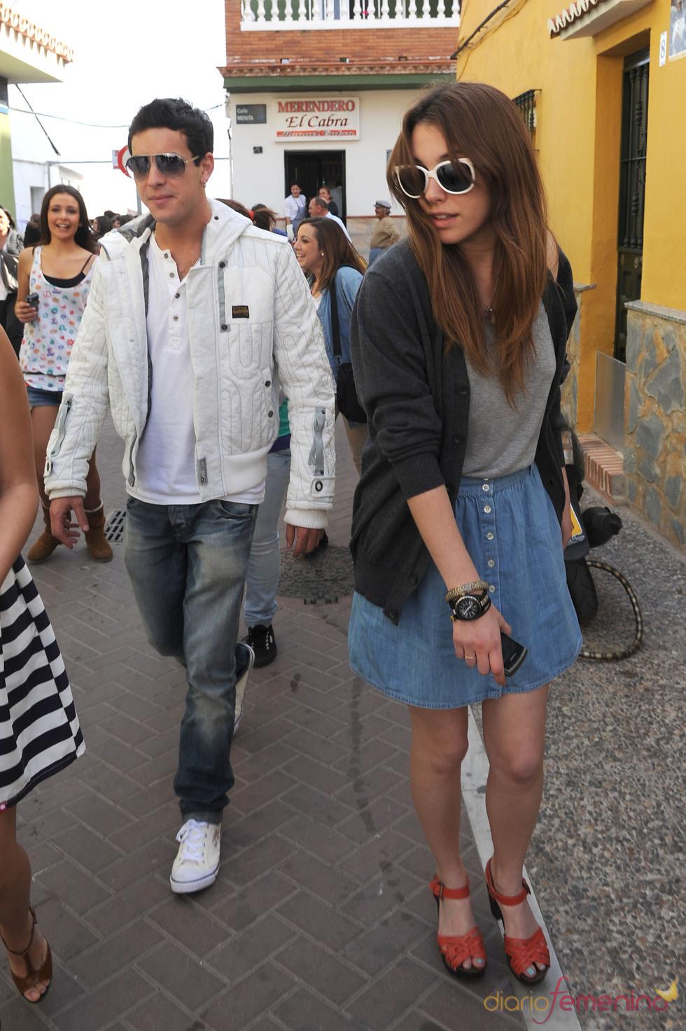 Mario Casas y Blanca Suárez pasean juntos por las calles de Málaga