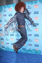 Perez Hilton salta emocionado en su cumpleaños