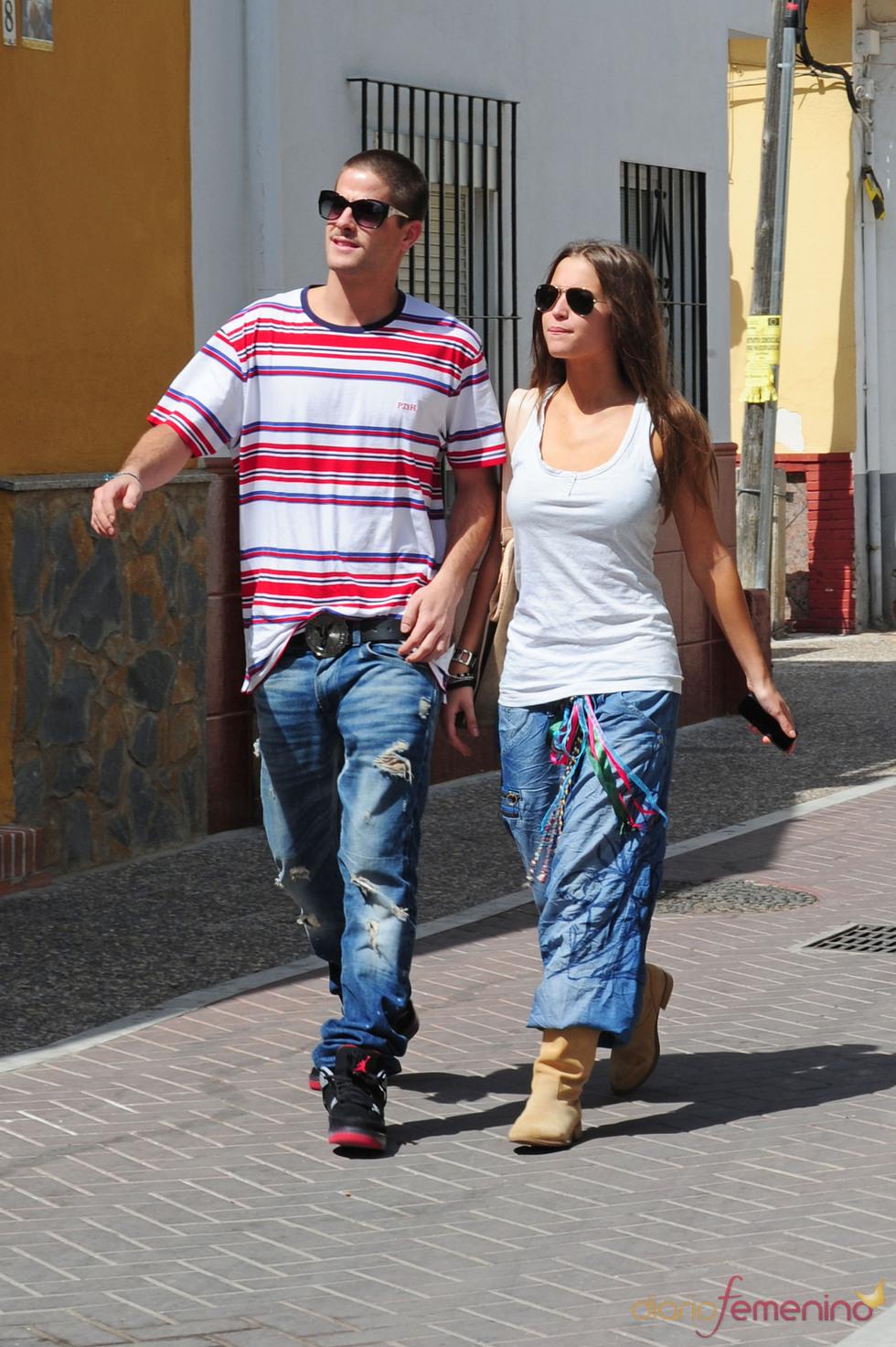 Ana Fernández y Luis Fernández por las calles de Málaga