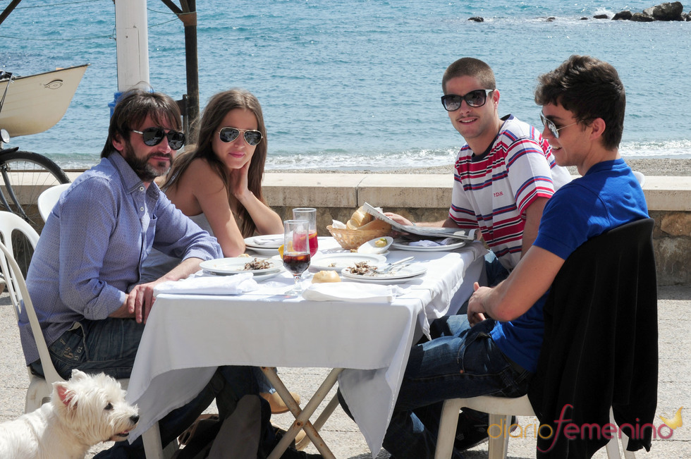 Ana Fernández y Luis Fernández, comiendo con Fernando Tejero en Málaga