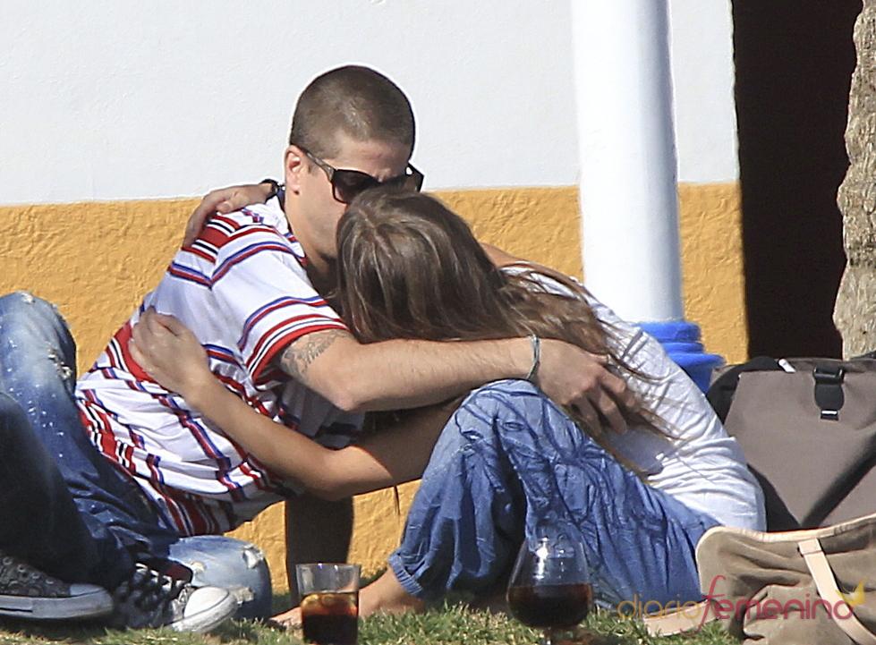 Ana Fernández y Luis Fernández se besan en Málaga