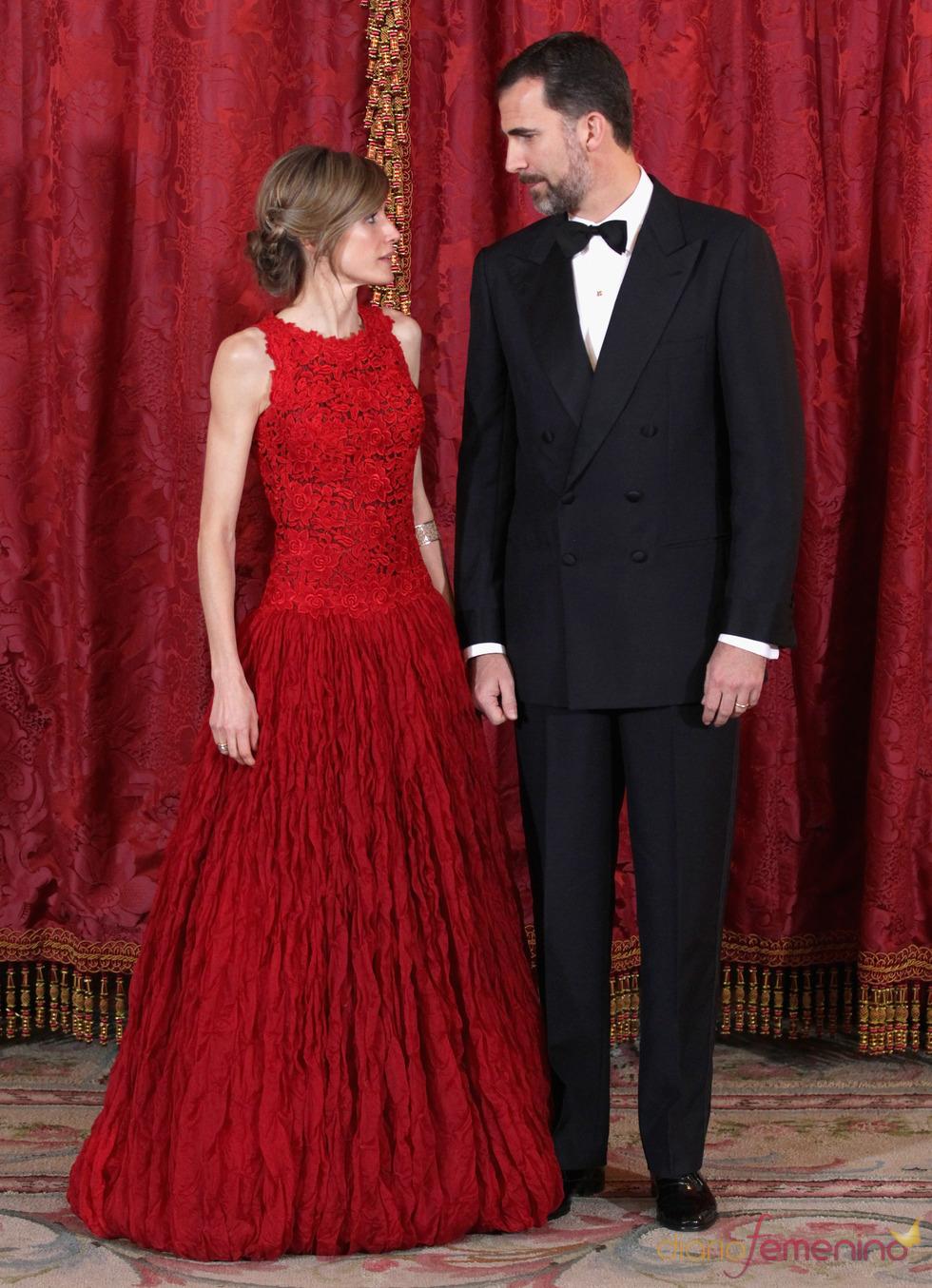 Los Príncipes Felipe y Letizia, muy cómplices en la cena de gala