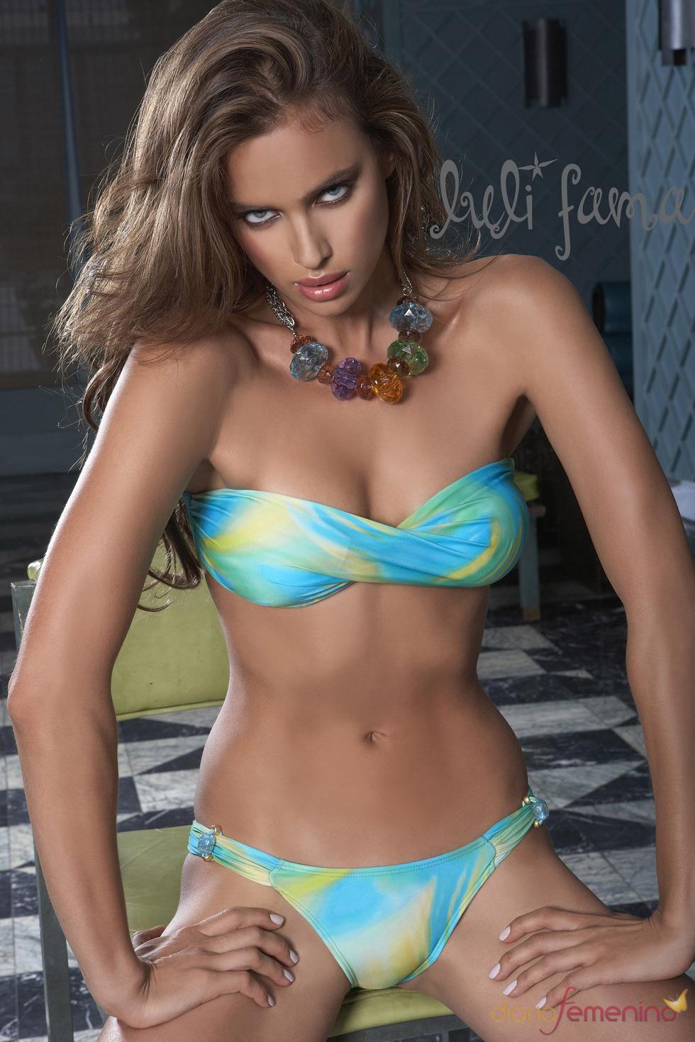 Irina Shayk espectacular con un bikini tricolor
