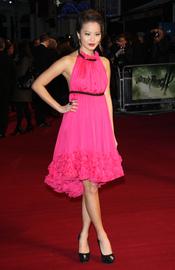 Jamie Chung acude de rosa a la premiere de 'Sucker Punch' en Londres