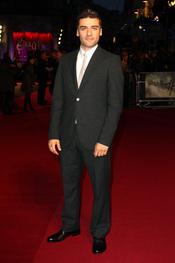 Oscar Isaac en la premiere londinense de 'Sucker Punch'