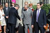 El alcalde de Madrid saluda al Príncipe Carlos de Inglaterra
