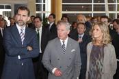 El Príncipe Felipe, el Príncipe Carlos y la ministra de Ciencia en Repsol