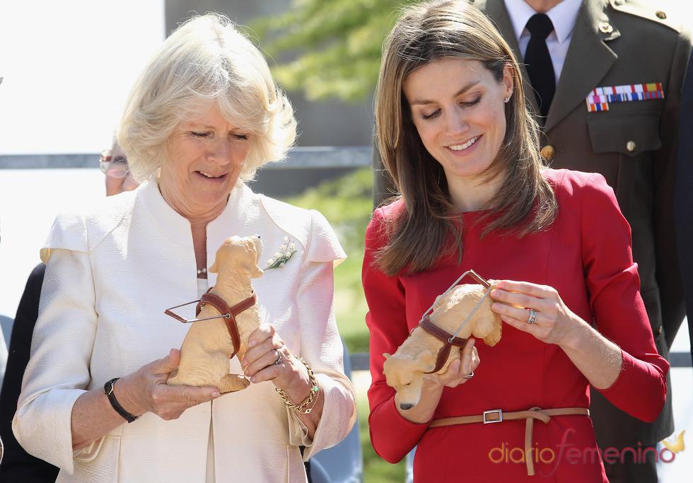 Camilla Parker Bowles y Doña Letizia en la Fundación ONCE