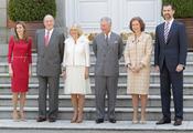 Los Reyes, los Príncipes de Asturias, el Príncipe Carlos y Camilla en la Zarzuela