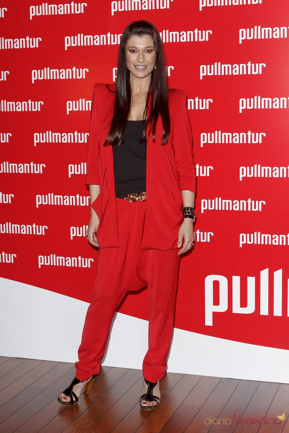 Sonia Ferrer posa a su llegada a la fiesta 'Pullmantur'