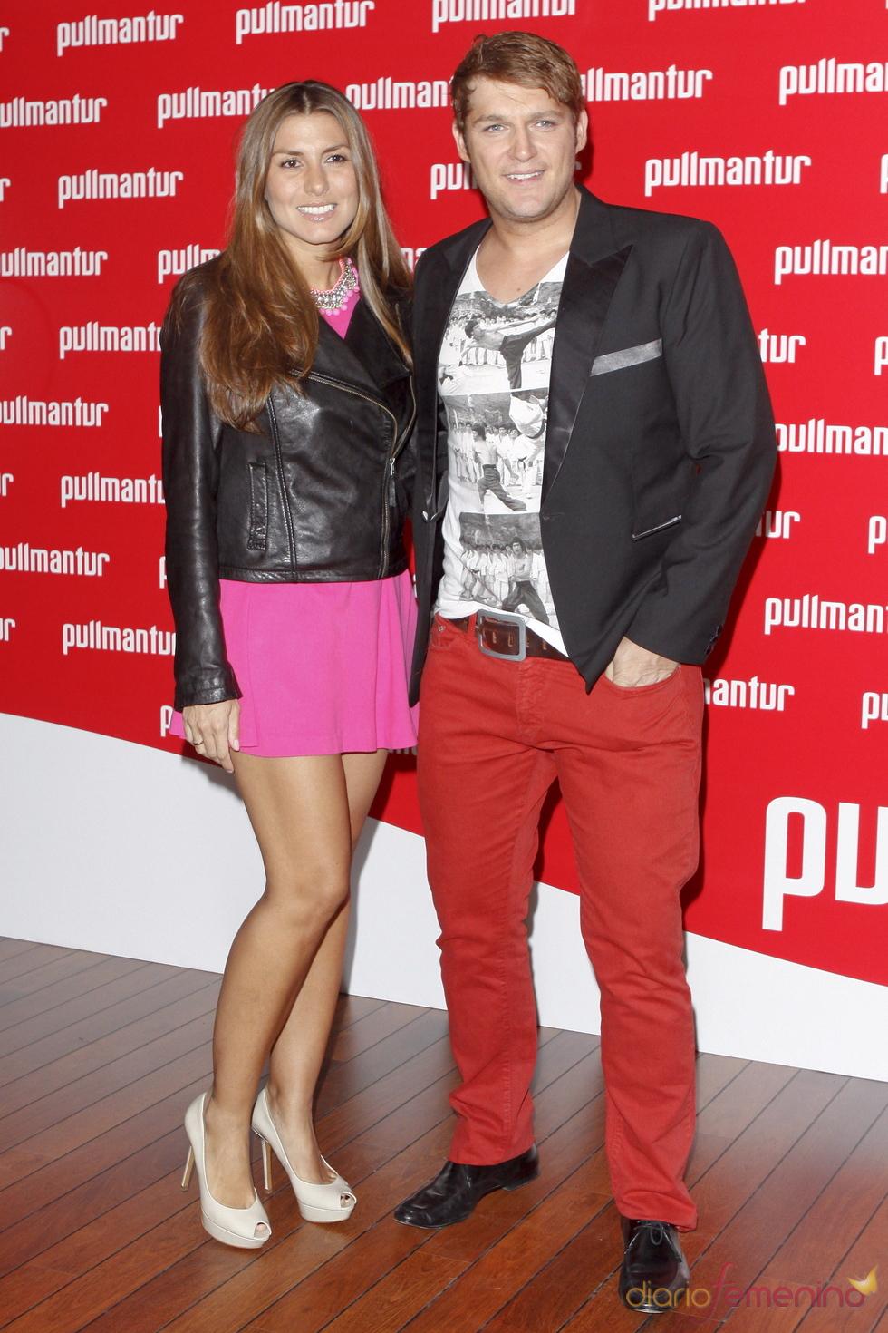 Manu Tenorio y Silvia Casas en la fiesta 'Pullmantur'
