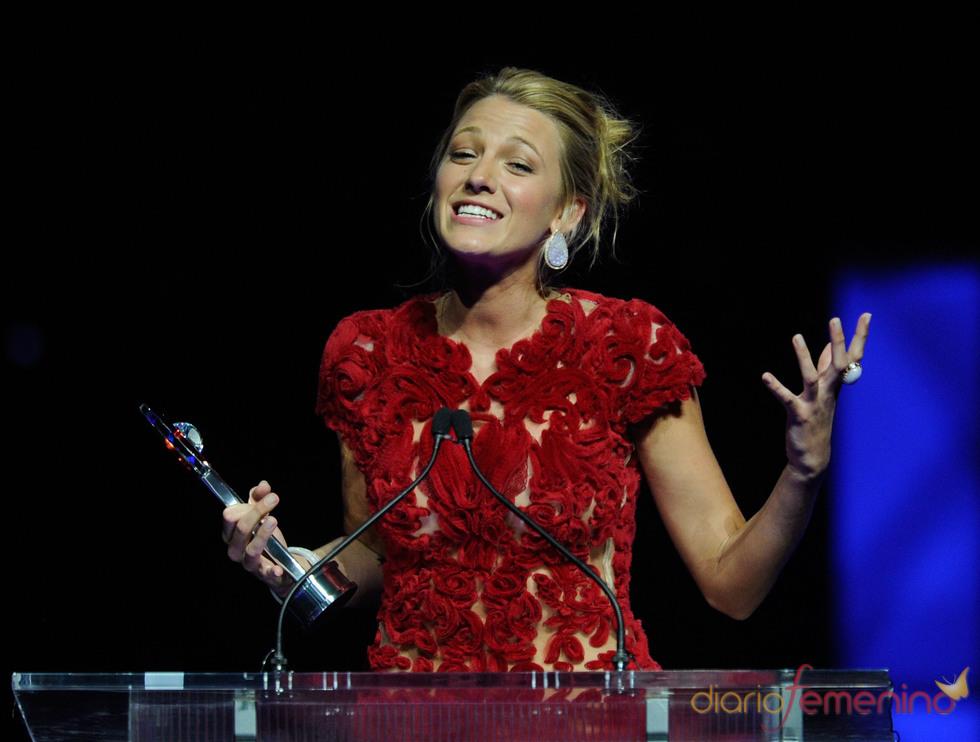 Blake Lively recoge emocionada un premio en el Festival CinemaCon
