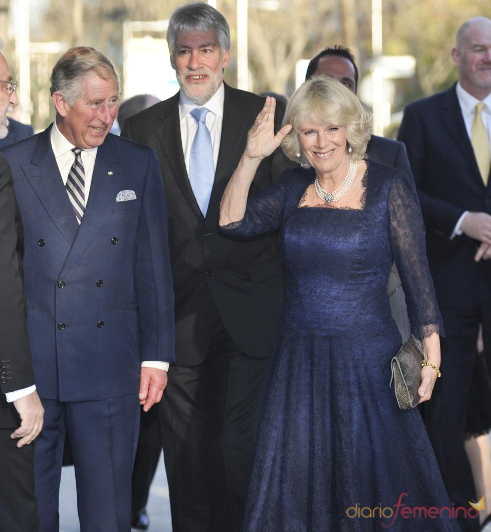 El príncipe Carlos y Camilla Parker acuden a una gala en el hotel Ritz