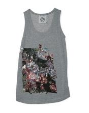 Camiseta con estampado de flores de la nueva colección de Yerse