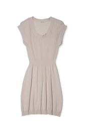 Vestido rosa palo ceñido de la nueva colección de la firma Yerse