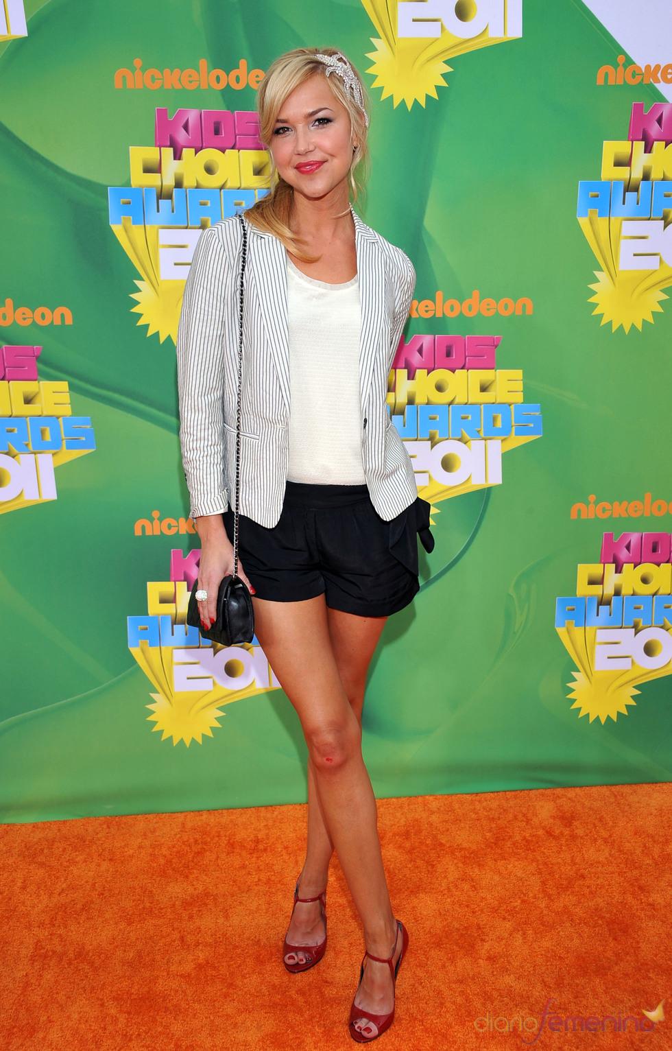 Arielle Kebbel en la alfombra roja de los Kids' Choice Awards