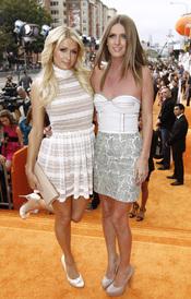 Paris Hilton y su hermana Nicky en la alfombra roja de los Kids' Choice Awards