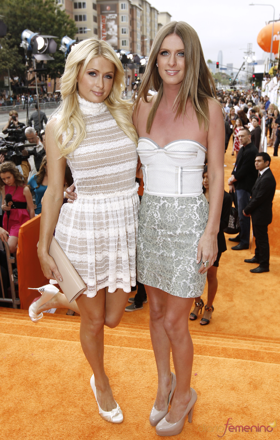 Paris Hilton y su hermana Nicky en la alfombra roja de los Kids' Choice Awards