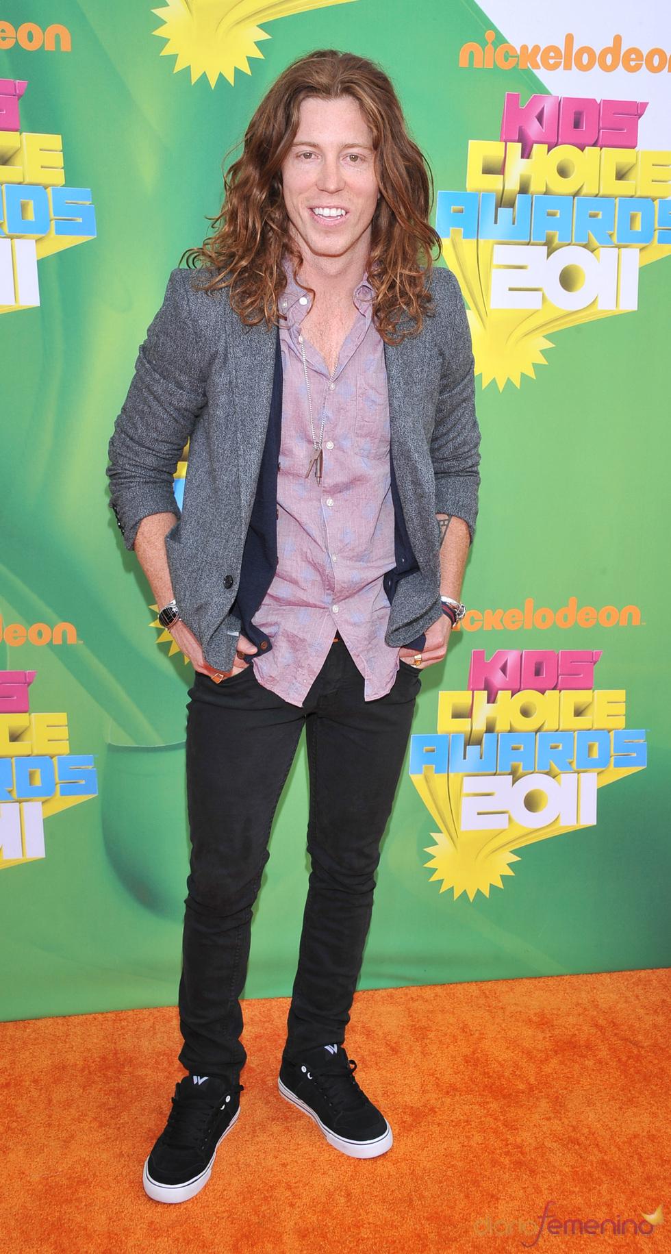 El atleta Shaun White en la alfombra roja de los Kids' Choice Awards