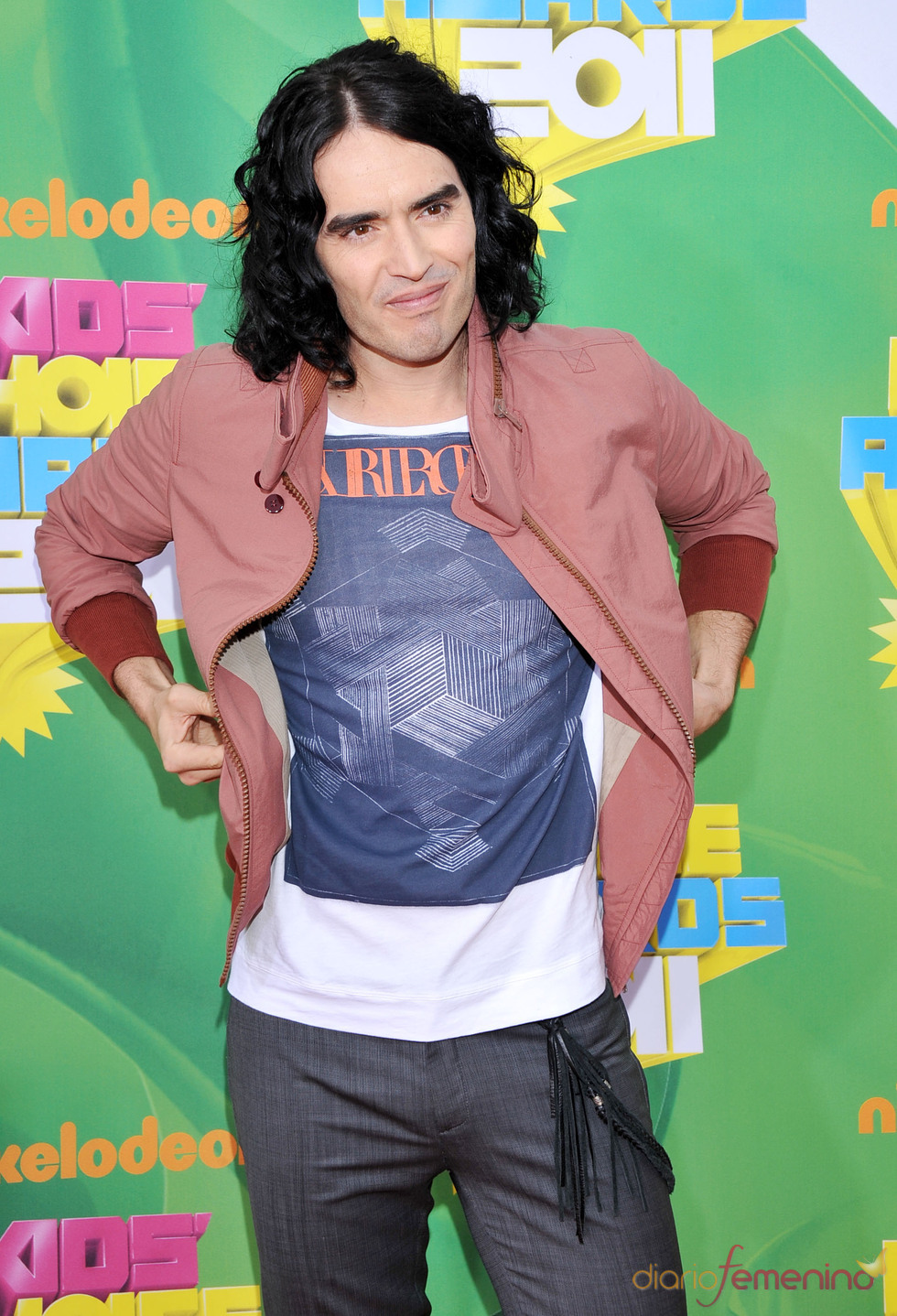 Russell Brand en la alfombra roja de los Kids' Choice Awards
