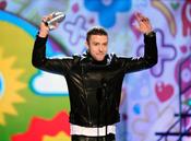 Justin Timberlake recoge su premio en los Kids' Choice Awards