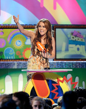 Miley Cyrus recoge su premio en los Kids' Choice Awards