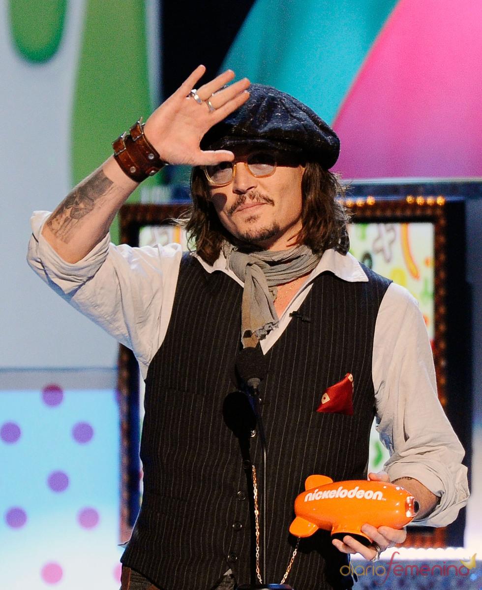 Johnny Depp recoge su premio en los Kids' Choice Awards