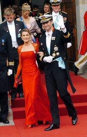 Letizia Ortiz de rojo en la boda del Príncipe de Dinamarca en 2004