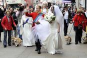 Los 'dobles' de Guillermo de Inglaterra y Kate Middleton pasean por Londres