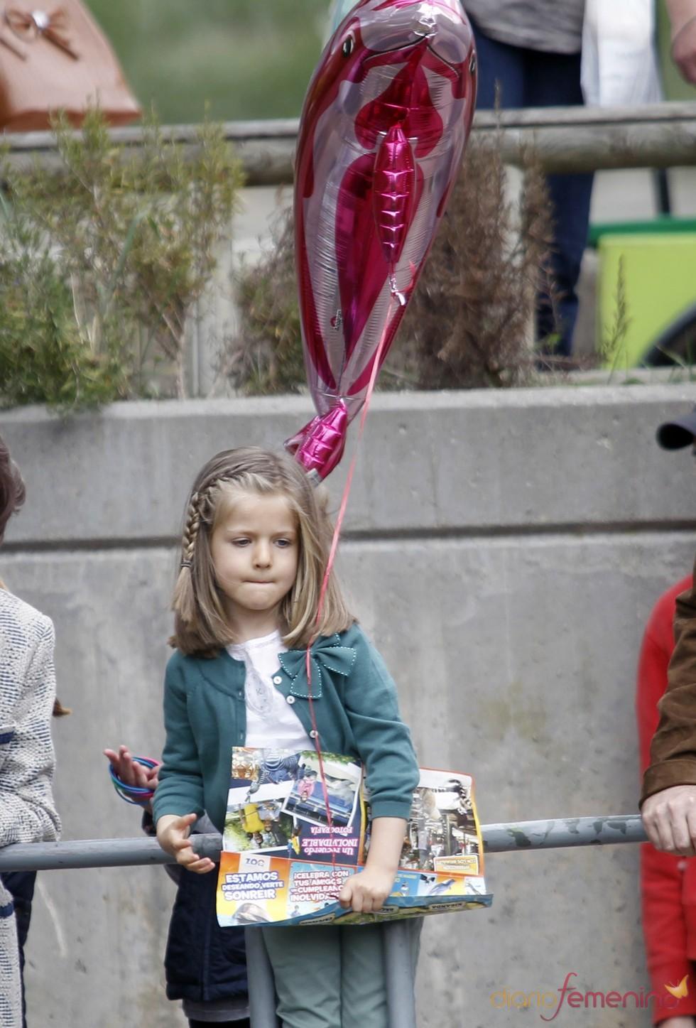 La Infanta Leonor con un globo en el zoo de Madrid