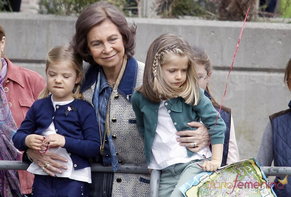 La Reina Sofía, feliz tarde de zoo con sus nietas Leonor y Sofía
