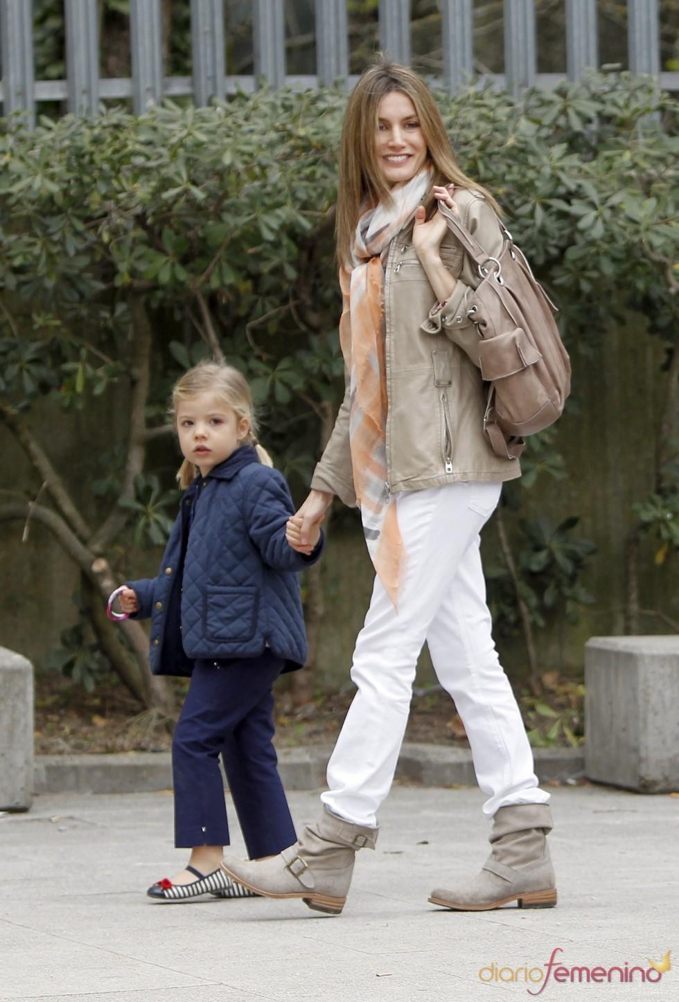 La Princesa Letizia con su hija Sofía en el zoo de Madrid