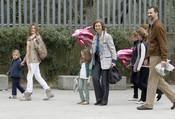 La Reina Sofía, los Príncipes de Asturias y sus hijas Leonor y Sofía en el zoo