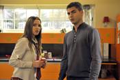 Maxi Iglesias y Ana Fernández en 'Los Protegidos'
