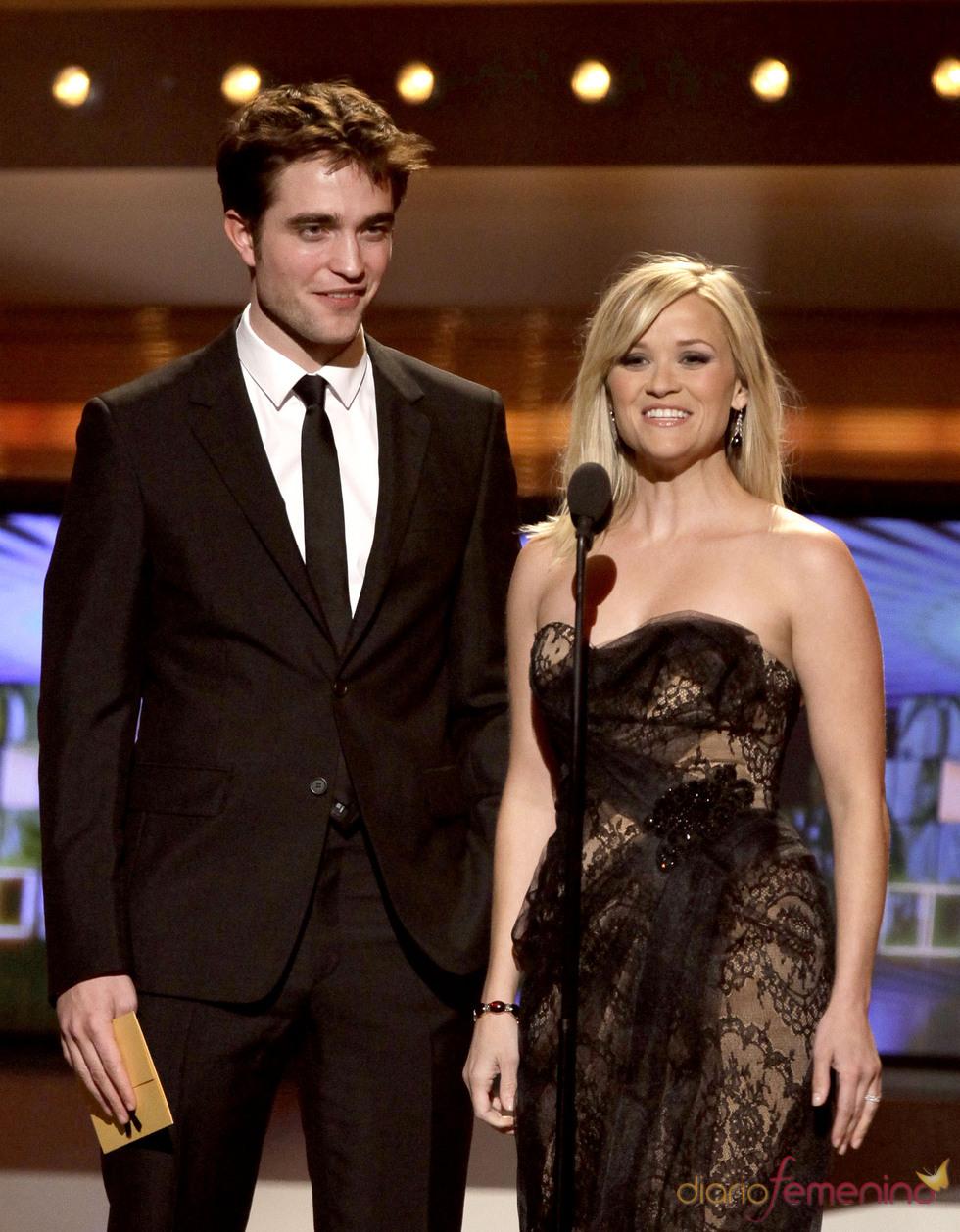 Robert Pattinson y Reese Witherspoon en los Premios de la Academia de Country 2011