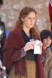 María Castro repasa el guión de la segunda temporada de 'Tierra de Lobos'