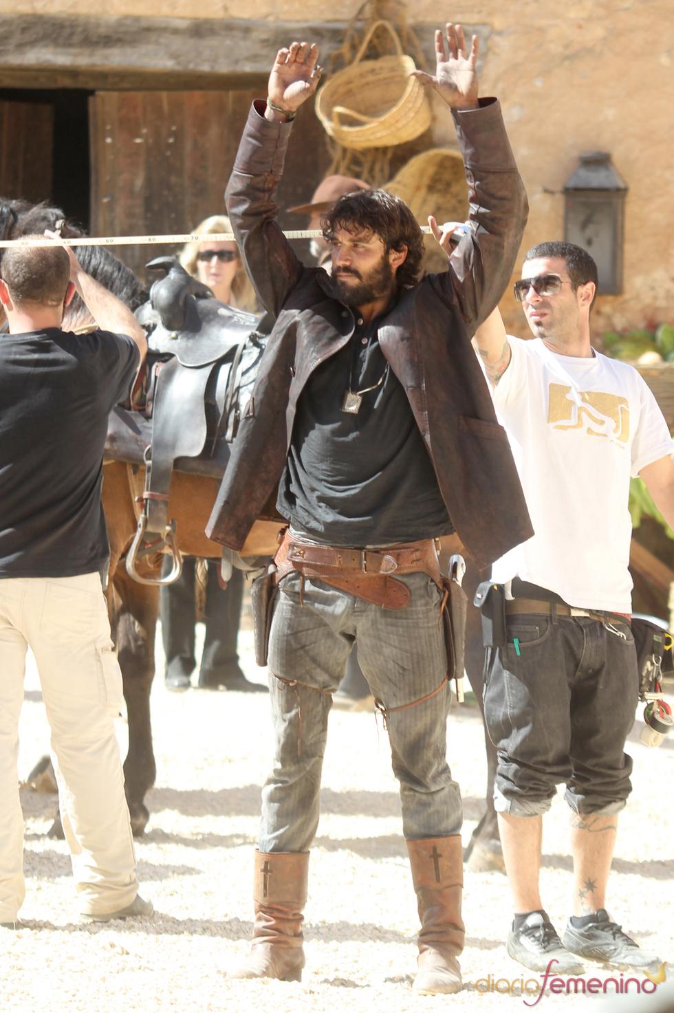 Alex García en el rodaje de la segunda temporada de 'Tierra de Lobos'
